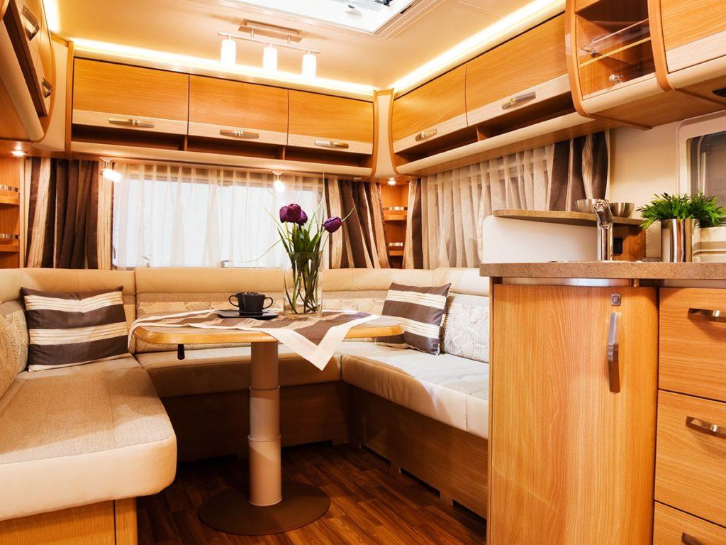 Innenraum eines Alkoven auf Ankauf Wohnwagen